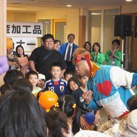 バルーンアートショーで子ども達に大人気のスマイルパフォーマーQちゃん