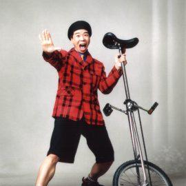 ジャグリングの技術もトークスキルも日本トップクラスのコメディ大道芸人三雲いおり