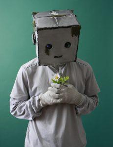 """""""心を持ったロボット""""、パントマイム、アニメーションダンス、ジャグリング、映像パフォーマンスのパフォーマー"""