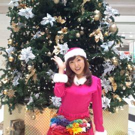 クリスマスイベントでバルーンショーをした女性パフォーマー