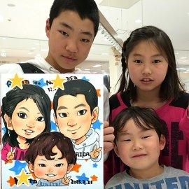 関西を中心に活躍する人気似顔絵師が描いた3人兄弟の似顔絵