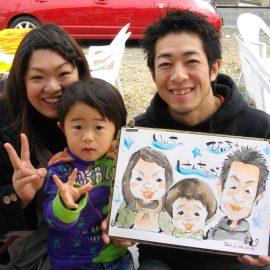 技術だけでなく人柄もお客様から好評の似顔絵師が描いたご家族の似顔絵