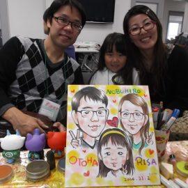 優しい人柄でどの年代からも好評の似顔絵師が描いたご家族の似顔絵