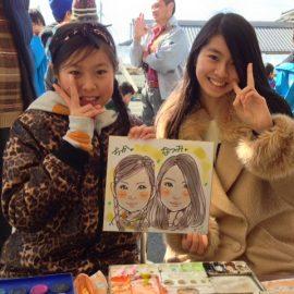 デフォルメしすぎないリアルタッチで描かれた女性2人の似顔絵