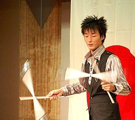 デビルスティックを使ったジャグリングで世界を制したこともあるジャグラー