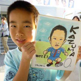 リアルとデフォルメの中間のようなタッチで描かれた男の子の似顔絵