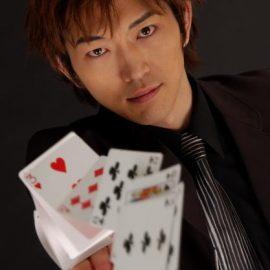 テレビ番組にも数多くの出演経験を持つマジシャン・YUSHI(ユウシ)