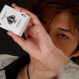 関東を中心に全国各地のイベントで活躍するマジシャン・YUSSHI(ユウシ)