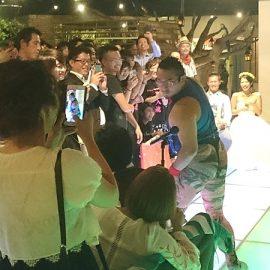 ハイスピードなタンバリン芸が国内外問わず大人気のお笑い芸人ゴンゾー