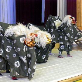 お正月のイベントで舞う3頭の獅子舞