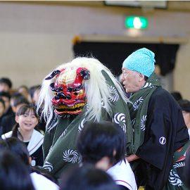 中学校の行事に出演した獅子舞