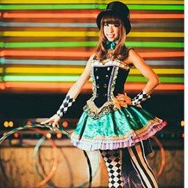 大阪を拠点に国内だけでなく海外のステージでも活躍中のフープパフォーマー