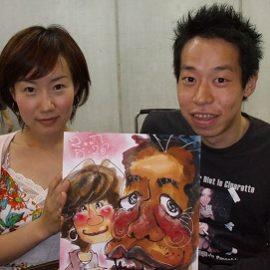 動きのある画風が特徴の似顔絵師が描いたカップルの似顔絵