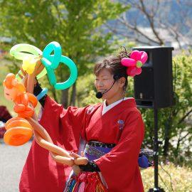 和風の衣装でイベントに出演したバルーンパフォーマー