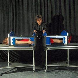 福岡を拠点に幅広く活躍するマジシャンと女性アシスタント