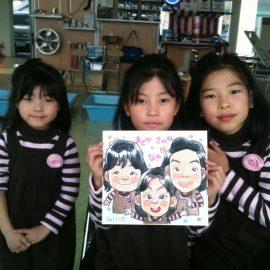 デザイナーとしても活躍している似顔絵師が描いた3人姉妹の似顔絵