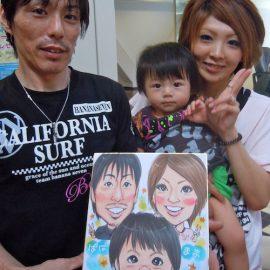 大阪を拠点に活動する男性似顔絵師が描いたご家族の似顔絵