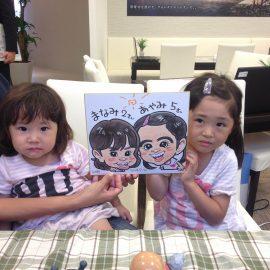 テレビ番組への出演も多数の似顔絵師が描いた姉妹の似顔絵