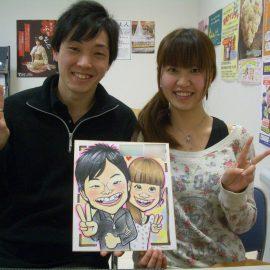 長野県を中心に活動する男性似顔絵師が描いたカップルの似顔絵