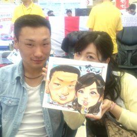 福岡県を拠点に活躍している男性似顔絵師が描いたカップルの似顔絵