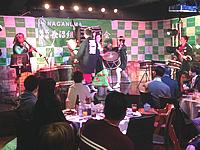ちんどん屋と和太鼓奏者