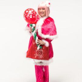 クリスマスの衣装の女性バルーンパフォーマー
