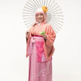 和風の衣装を着た女性バルーンパフォーマー