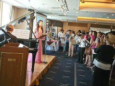 イベントにゲストとして出演した有名な女性オペラ歌手