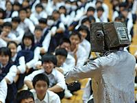 ロボットのぞみと観客の生徒さん