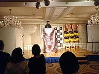 人体入れ替わりイリュージョンを披露するマジシャン・YUSHI