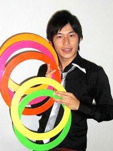 大道芸人(ジャグリング、バランス芸)のパフォーマー
