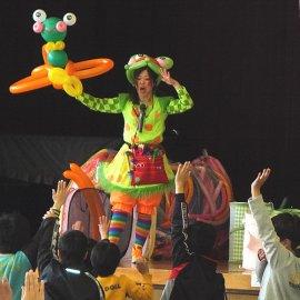 愉快なトークと可愛いバルーンで子ども達から人気の女性バルーンパフォーマー