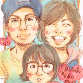 絵の具や色鉛筆を使って描かれた温かみのあるご家族の似顔絵