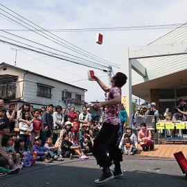 国内にとどまらず外国でのイベントなどにも出演してその実力が評価されている大道芸人