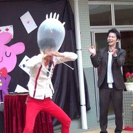 世界からも注目され海外の多くのメディアやイベントにも出演しているコメディマジックコンビ・キャラメルマシーン