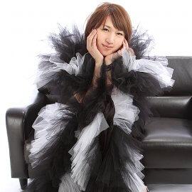 ショーダンサーとして活躍した経歴を持つマジシャンユニットの女性メンバー
