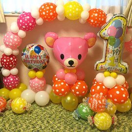 お誕生日のお祝い用の可愛らしいバルーン装飾