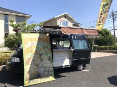 住宅メーカーのお客様感謝祭でメロンパンを提供した食品移動販売車