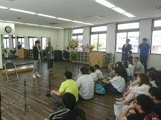 ボケとツッコミのコンビネーションが抜群のお笑い芸人「ダークホース」