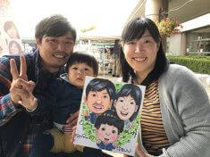 似顔絵をお描きしたご家族連れ