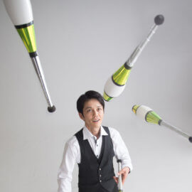 高レベルな技を次々に繰り出す北海道のジャグリングパフォーマー